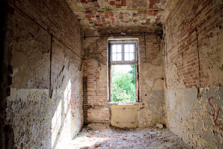 opuszczony szpital psychiatryczny w Otwocku