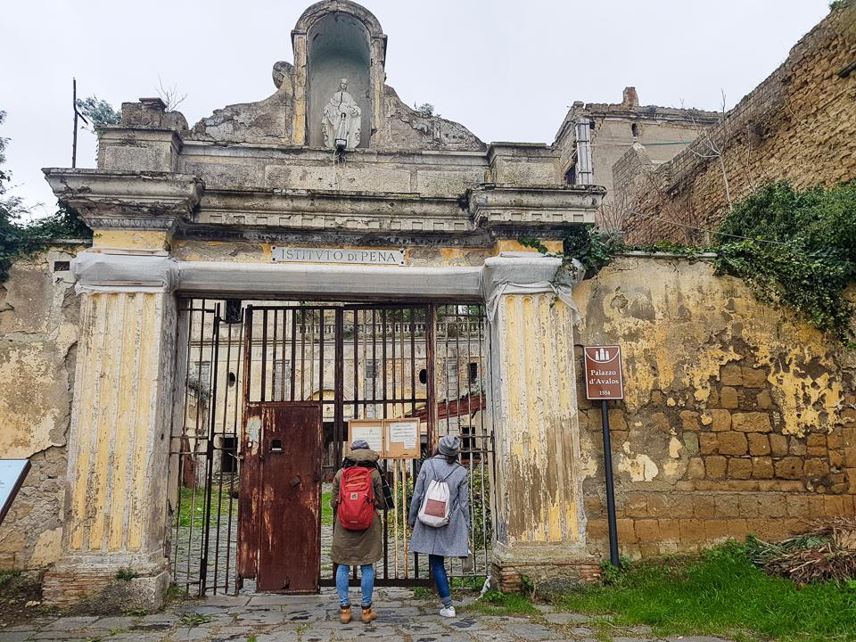 Opuszczone więzienie na kolorowej wyspie Procida